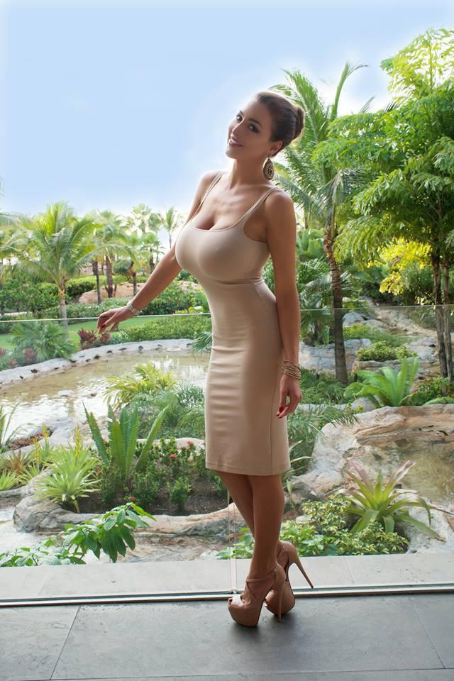Фото большая грудь в одежде